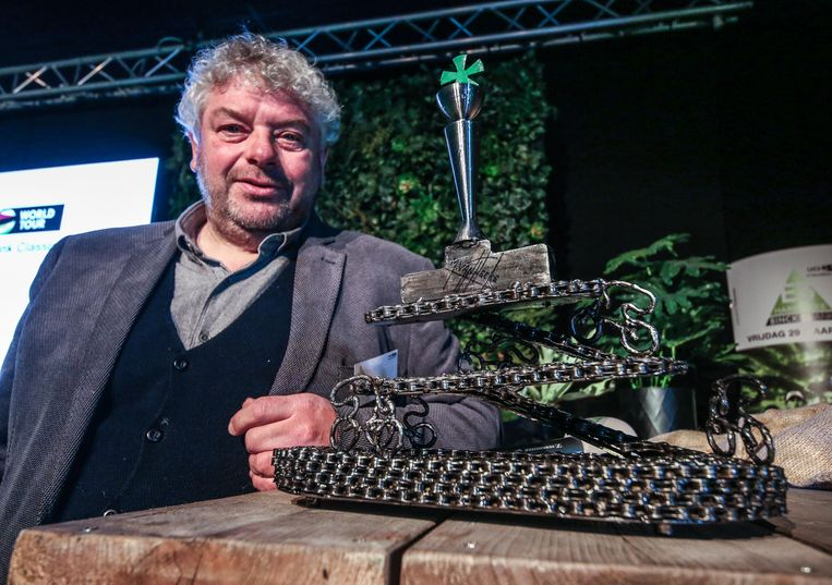 Kunstenaar Marc Vanhecke uit Ardooie mag opnieuw de trofee aanleveren.