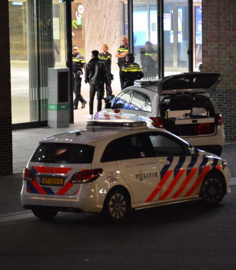 Dronken man (19) veroorzaakt veel overlast op station Breda en probeert omstanders te beroven