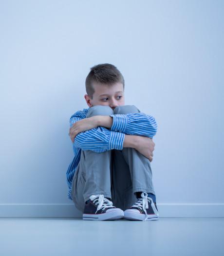 Waarom je als ouder beter niet je rouwende kind kunt helpen
