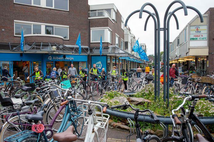 Een fietsenrommeltje in winkelcentrum De Ellekoot.