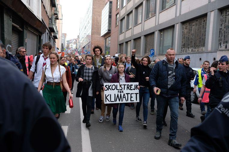 Greta Thunberg met rechts Anuna De Wever vooraan in de betoging.