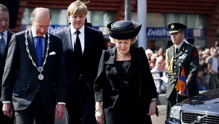 Koningin Beatrix en prins Willem-Alexander bij theater Castellum in Alphen aan den Rijn. Foto Beeld anp