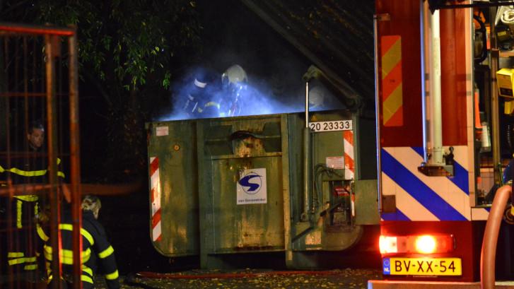Brand in container bij bedrijf in Breda