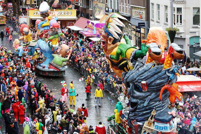 De grote optocht in het Kielegat (Breda) tijdens het laatste carnaval.