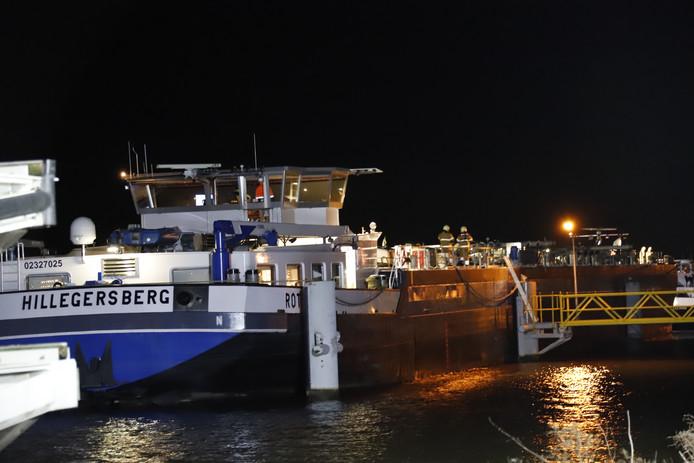 Drie  vrachtschepen botsten op de Maas bij Sambeek tegen elkaar.