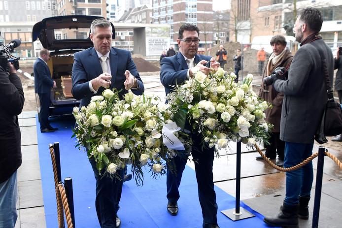 Familie en vrienden nemen afscheid van Hans Breukhoven ...