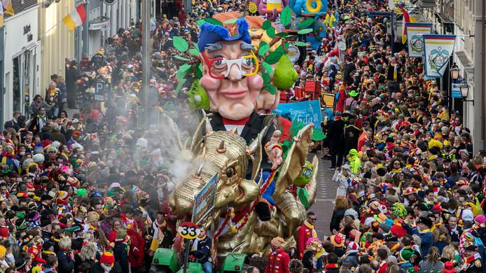 Den Bosch, de carnavalsoptocht van Oeteldonk op archiefbeeld.