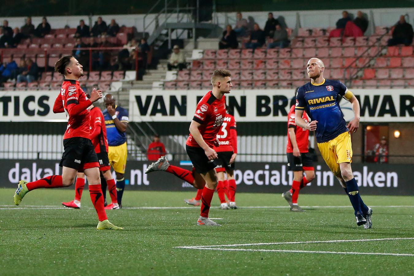 Helmond Sport was des duivels over de beslissing van arbiter Sam Dröge om FC Dordrecht een strafschop te geven.