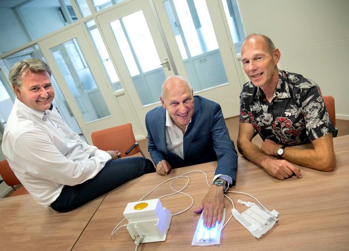 Rick Wielens en Harry Sprengers van Bilihome met Bert van Kraaij van Ingenieursbureau Van Mierlo (vlnr).