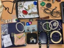 Hoeveelheid sieraden gevonden in Losser: politie zoekt eigenaren