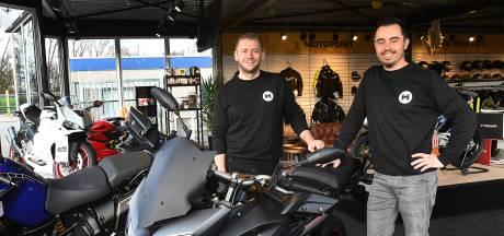 Yannick en Kevin zijn net een motorzaak begonnen: 'Ook onze eigen motoren staan in de showroom'