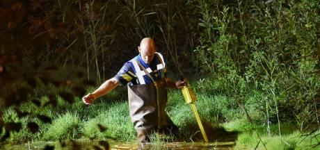 Landelijke eenheid politie zoekt in Tilburg naar munitie in sloot
