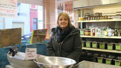 """Vijfde generatie fruitverkopers sluit beide winkels: """"Sleuren met bakken zullen we niet missen, het sociale wel"""""""