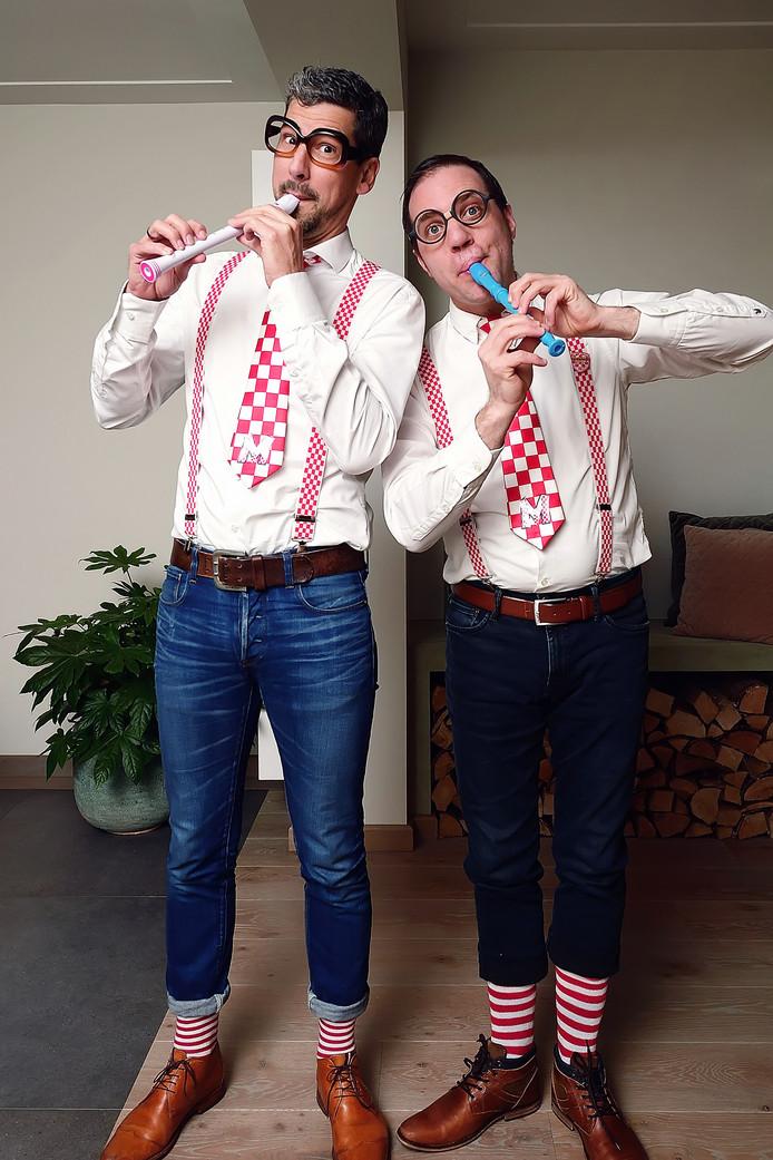 Het Hoevense duo Robbèrt van de Wegen en Berry Koevoets treedt buiten carnavalstijd minder vaak op, maar vrijdag spelen ze een thuiswedstrijd tijdens de dertigste Midzomerfeesten in Bosschenhoofd.