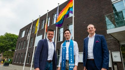 Edegems finalist Mr. Gay Belgium hijst regenboogvlag op dag tegen holebifobie