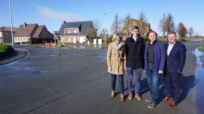 Kruispunt van Cottemweg, Lindenlaan en Abdijlaan wordt rotonde
