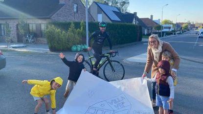 Toekomstige uitbater van Villa Vip in Diksmuide doet ronde van de Villa Vips met de fiets
