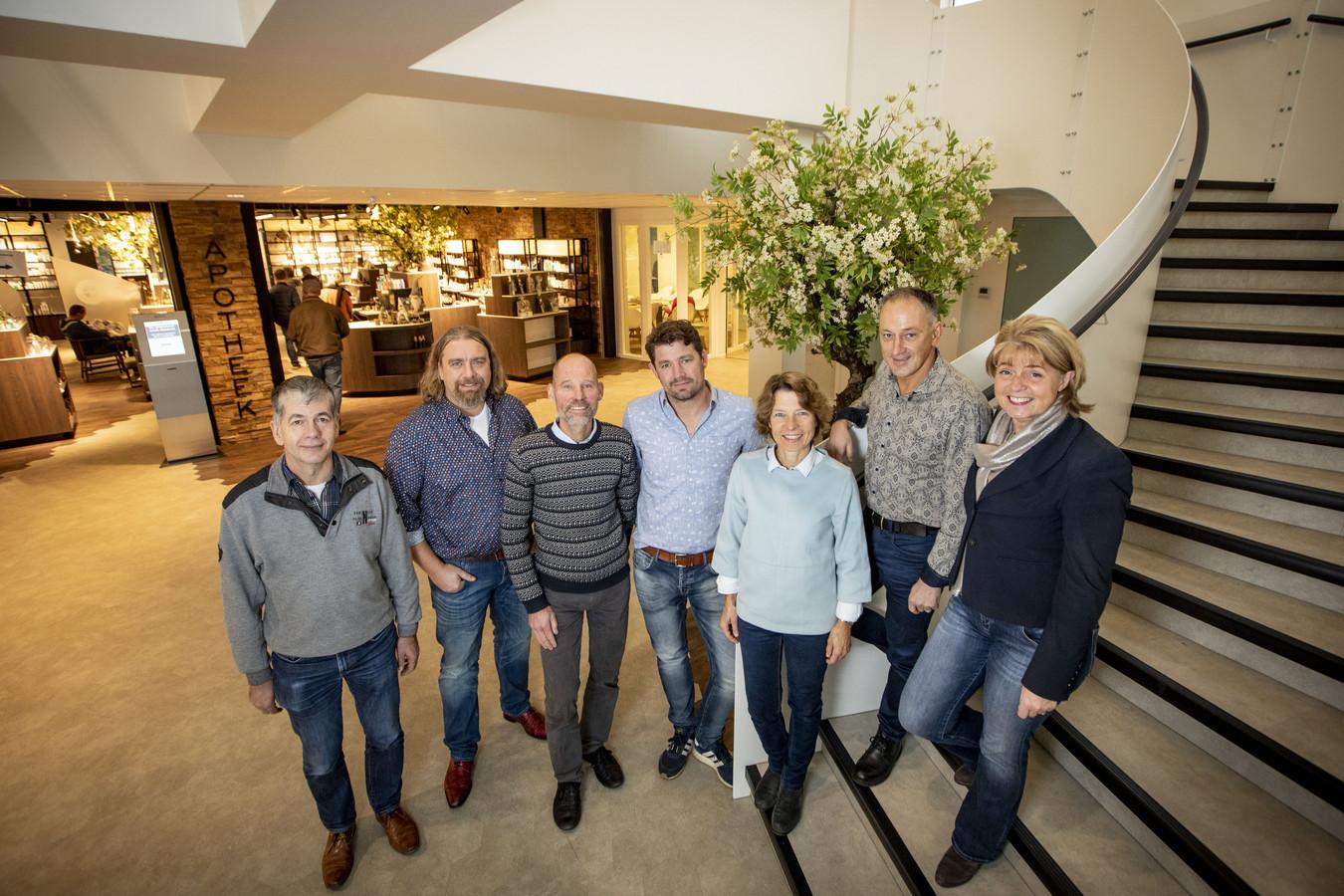 De initiatiefnemers voor nieuw medisch centrum in Denekamp. Van links naar rechts: Henk Joosten, Dennis Olde Riekerink, Marcel Klamer, Adam Kok, Karin Klamer, Gerard Koekkoek en Gita Koekkoek.