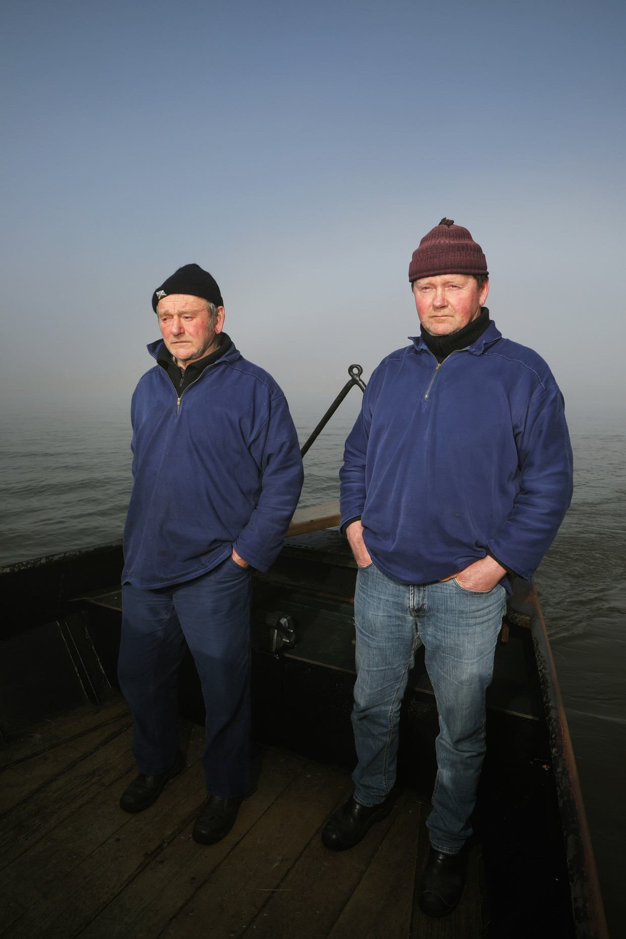 De vissers Jan (links) en Joop de Vries uit Laaksum.
