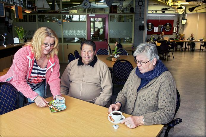 Het schenken van een kopje koffie in een buurthuis kan al worden gezien als een tegenprestatie voor mensen die langer dan vijf jaar in de bijstand zitten.