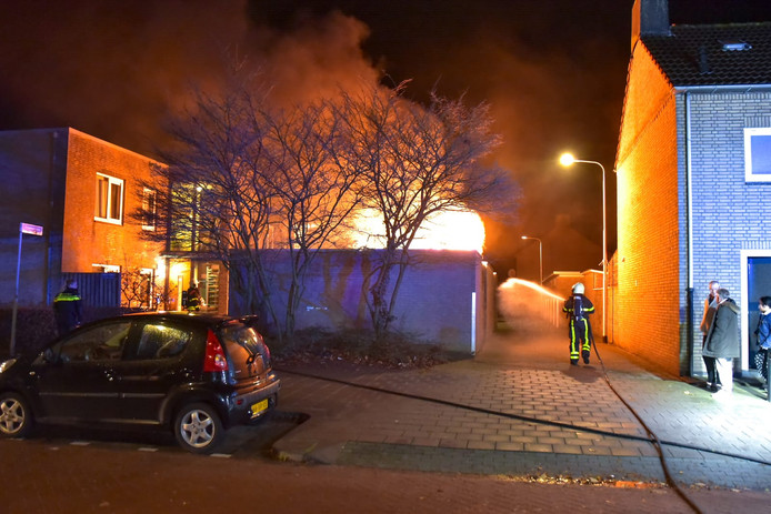 Flinke vlammen bij Containerbrand Tilburg