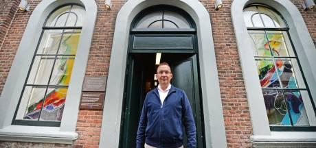 Friedie van Beek opent deuren voormalig joodse school in Stadsgravenstraat: 'Wie wil dit nou hebben?'