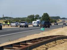 Botsing tussen vijf auto's op twee locaties leidt tot lange file op A58