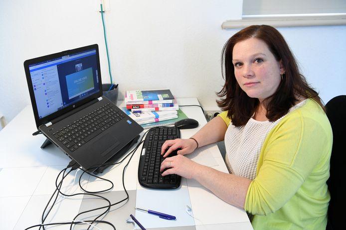 Michelle Opstal geeft online huiswerkbegeleiding met haar bedrijf Ready to school.
