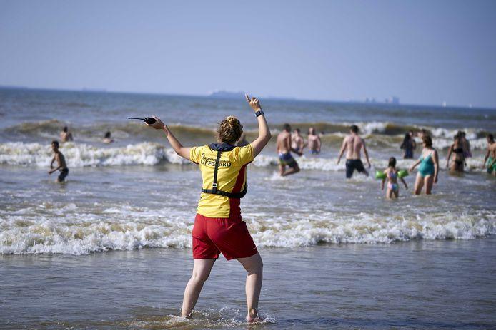 De reddingsbrigade afgelopen zomer op het strand van Scheveningen.