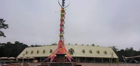 Wat doet deze kleurrijke toren in Nationaal Park De Hoge Veluwe?