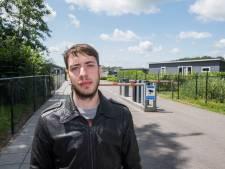 Arbeidsmigranten in Zeewolde zijn het beu: 'Alsof we in een stal leven, met een nummer aan ons oor'