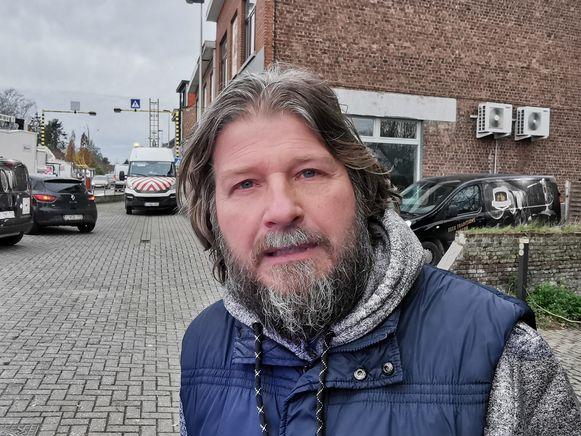 Buurtbewoner Francis Stockbroekx reed net voorbij in zijn wagen toen het vuur zich al in de woning verspreid had.