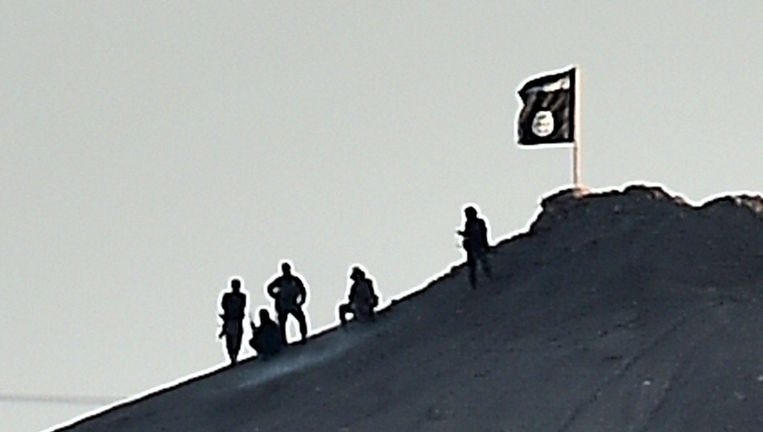 Ter illustratie, strijders bij een vlag van IS