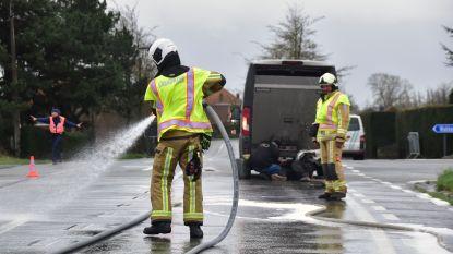Olie op de weg na kop-staartaanrijding op berucht kruispunt De Verre Ginste