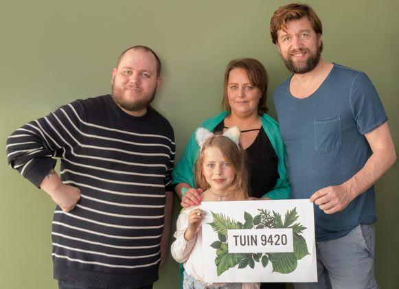 Kim Goossens, Ellen Elaut, Lins Vanhaelen en Koen De Graeve trekken samen aan de kar van Tuin9420.
