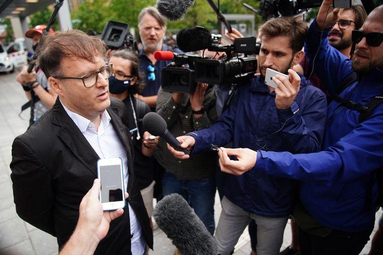 Jaka Bizilj van de Duitse organisatie Cinema for Peace staat pers te woord.  Beeld EPA