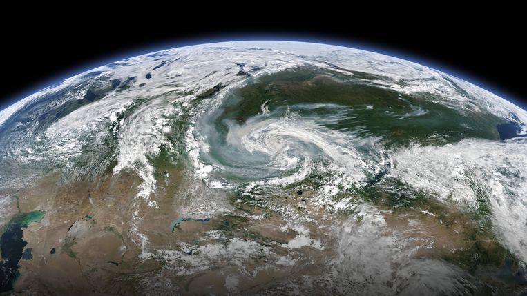 Satellietbeeld van de rook boven Siberië en de Noordpool.