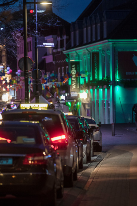Carnavalsvierders klagen over dure taxi's in Eindhoven