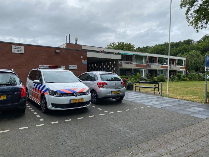Stichting en Seniorencomplex Lindenhof in Schalkhaar werd vrijdagmiddag opgeschrikt door een dief die andermaal buit maakte.