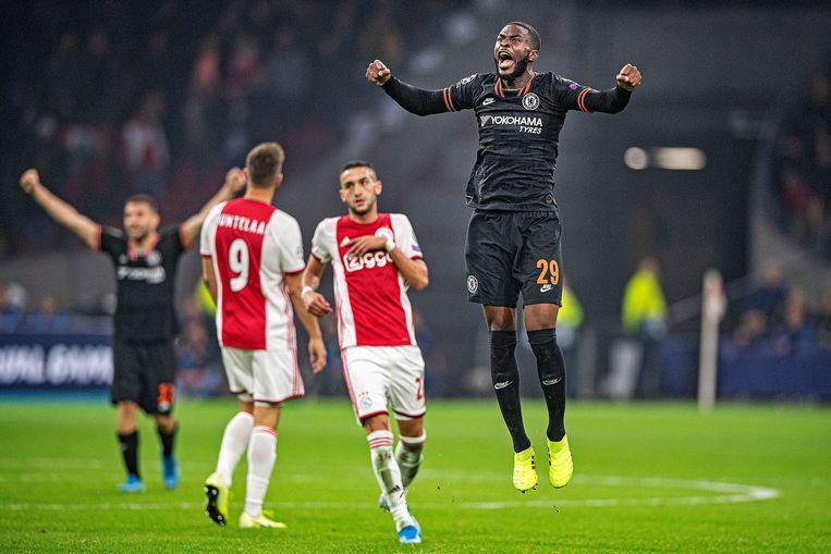 Chelsea-spelers vieren feest na het laatste fluitsignaal. Beeld null