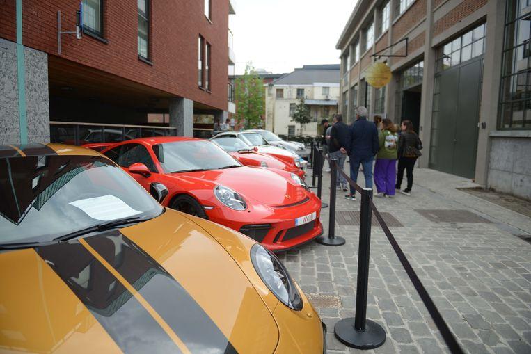 Aan De Smidse in Leuven halen de liefhebbers van Porsche vandaag hun hartje op.