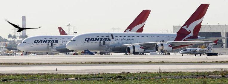Twee toestellen van het type Airbus A380. Beeld null
