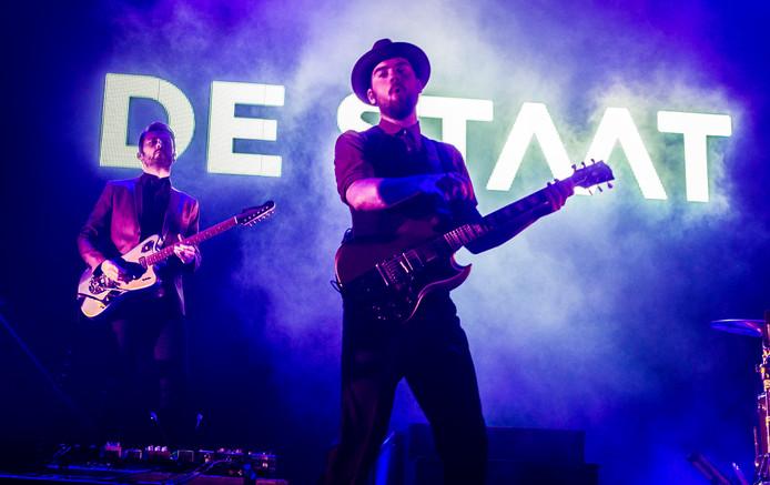 De Staat is de derde en laatste headliner van Lowlands en sluit de vrijdag van het festival af met een speciaal voor Lowlands ontworpen show.