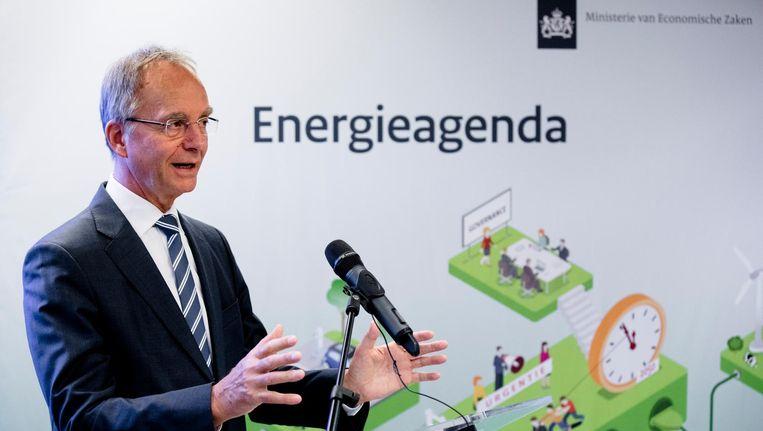 'Minister van Economische Zaken Henk Kamp bij de presentatie van de energie-agenda, waarin het kabinet de toekomstige lijn uitzet om CO2-emissies te reduceren.' Beeld anp