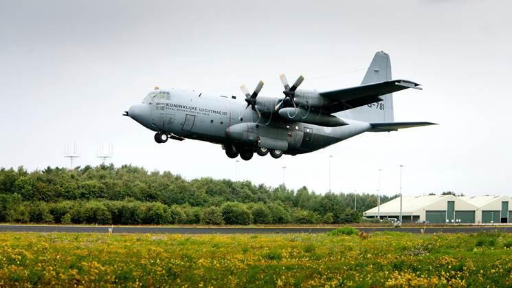 Een Hercules C-130 op Vliegbasis Eindhoven.