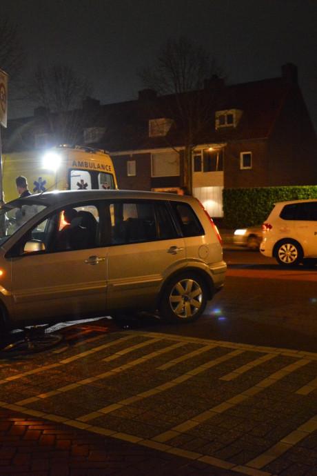 'Beer van een vent' doet wat vijf mensen voor hem niet lukt in Breda: tilt auto op om vastzittende jongen te bevrijden na botsing