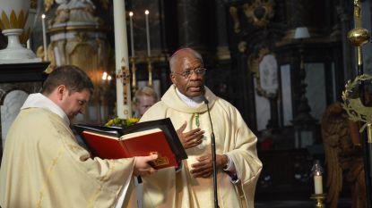Volle Abdijkerk voor pauselijke nuntius tijdens afsluiting pastoraal werkjaar