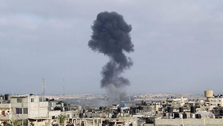 Rook stijgt op na een Israëlische aanval in Rafah, in het zuiden van de Gazastrook. Beeld afp