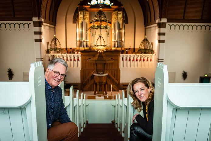 Jaap Sonneveld & Maaike Lilipaly van de Stichting Vrienden van de Adventskerk