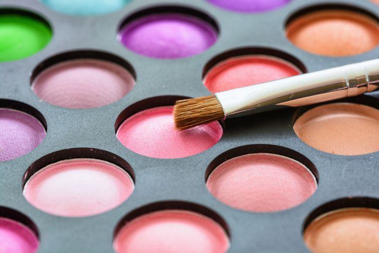 Microplastics zitten in tandpasta en in make-up.  Beeld Colourbox